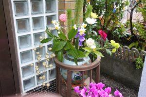 玄関に飾られている花